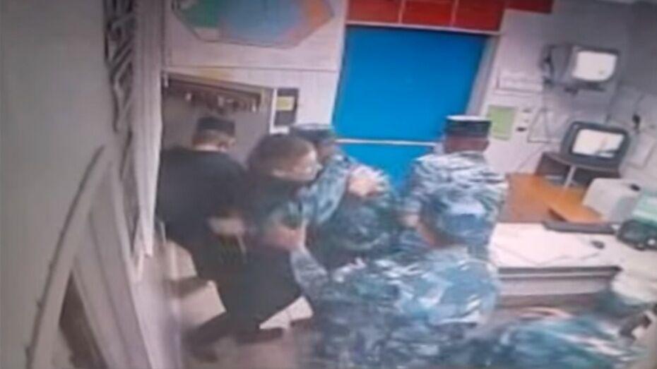 Cкрывший нападение заключенных начальник воронежской колонии попал под амнистию