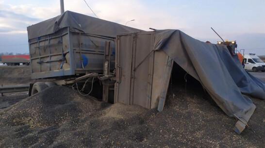 Два КамАЗа столкнулись в смертельной аварии в Воронежской области