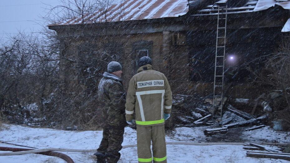 Терновские пожарные спасли из горящего дома пенсионера