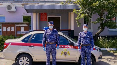В Воронежской области росгвардейцы спасли мужчину от самоубийства