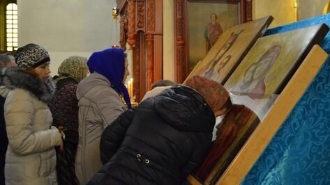 В Семилуки вернули иконы Богородицы  с выставки в Воронеже