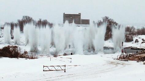 Под Воронежем спасатели взорвали лед у понтонной переправы в Шилово