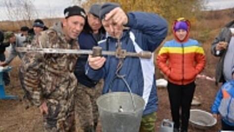 На поворинском пруду прошло первенство района по рыбной ловле
