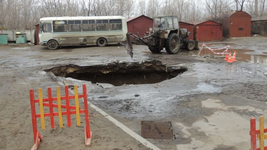 В том, что автобус провалился под землю, виновата ржавая труба канализации