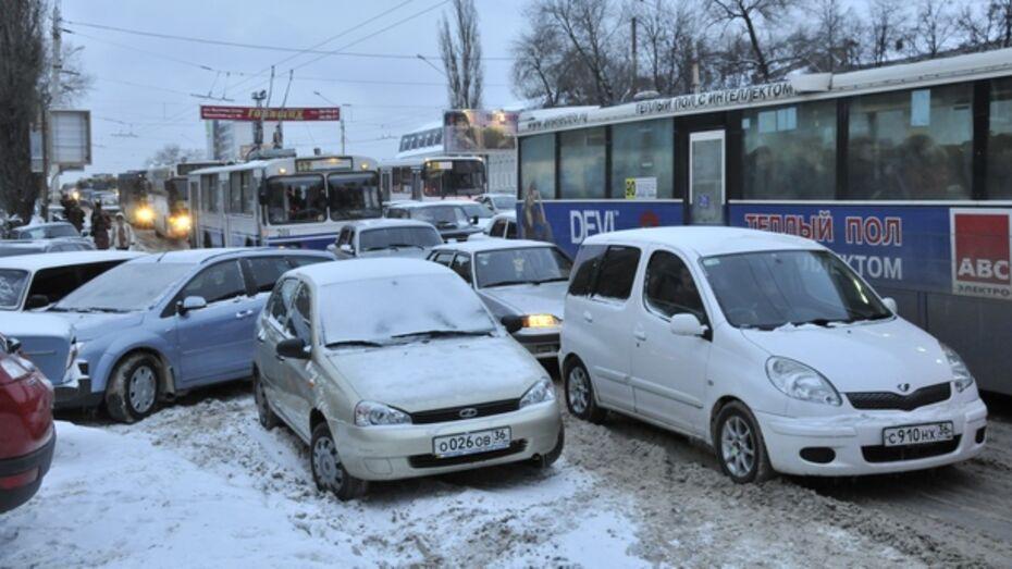 Из-за снегопада в регионе произошло 197 ДТП за сутки