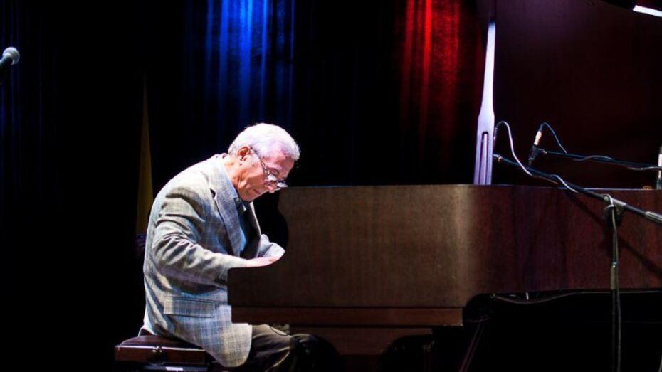 Джазовая провинция в Воронеже открылась сольным концертом пианиста Вагифа Садыхова