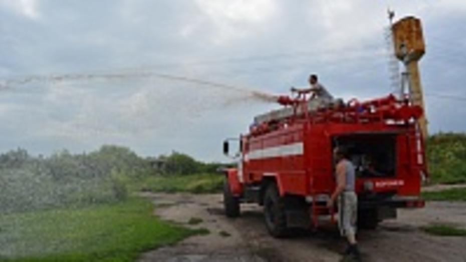 В Россошанском районе добровольная пожарная дружина получила новую пожарную машину
