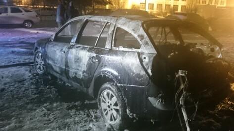 В Воронеже ночью сгорела иномарка