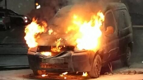 В Сети появилось новое видео с загоревшимся в Воронеже Peugeot