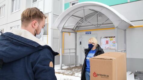 Воронежские волонтеры передали инвалидную коляску беременной женщине