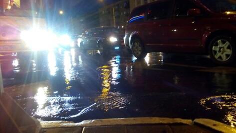 В Воронеже канализационные стоки затопили улицу Героев Стратосферы