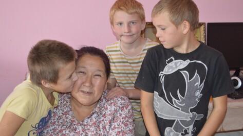 Жительница Терновского района взяла на воспитание 10 приемных детей