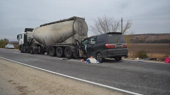 Число жертв аварии с минивэном в Воронежской области увеличилось до 4 человек