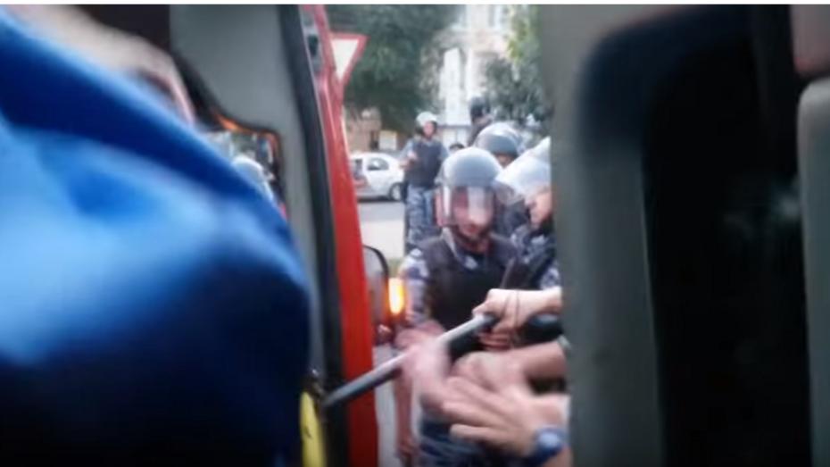 Очевидцы: сотрудники курского ОМОНа избили фанатов воронежского «Факела»