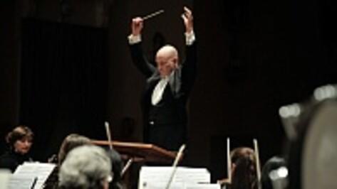 Воронежский оркестр сыграл концерт Чайковского с американским дирижером и знаменитым российским пианистом