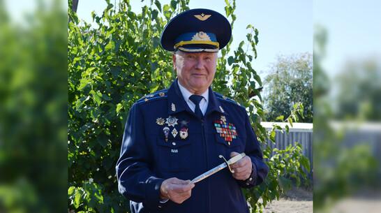 Именным оружием наградили петропавловского полковника ВДВ в отставке