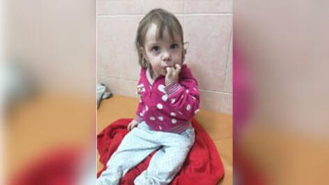 В Воронеже объявили поиски родственников брошенной в коляске 1,5-годовалой девочки