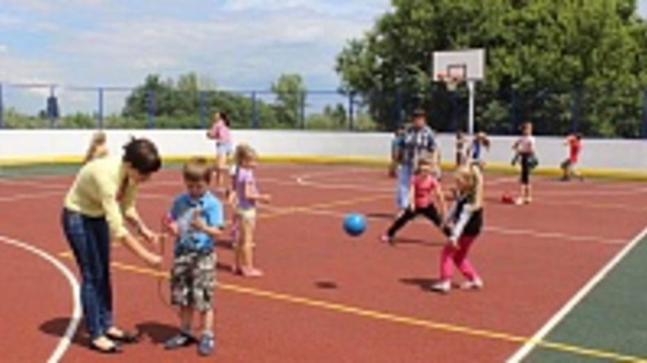 В Таловском селе завершается строительство спортивной площадки