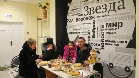 Журналисты бобровской газеты накормили подписчиков блинами на Масленицу
