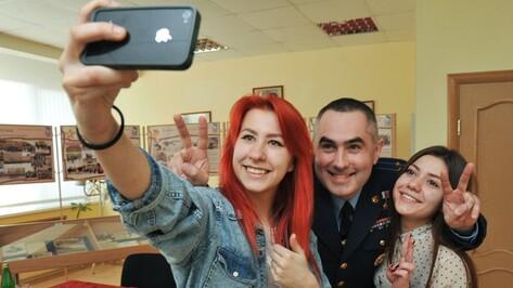 Воронежские полицейские раздадут памятки по безопасному селфи в сентябре