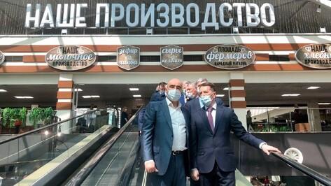 Зампред Госдумы Алексей Гордеев посетил Центральный рынок Воронежа