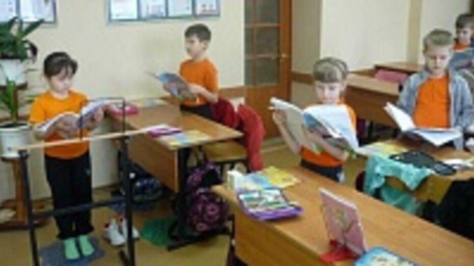 Бывшие ученики подарили Бутурлиновской СОШ № 4 тренажеры для младшеклассников