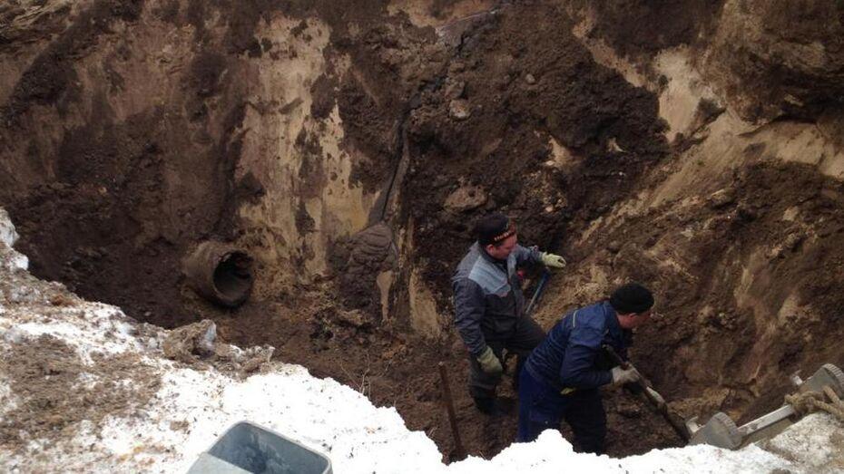 Воронежские коммунальщики устранили аварию на коллекторе