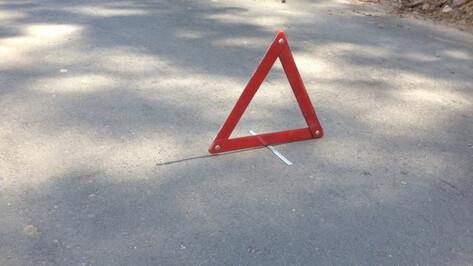 В Воронеже маршрутный ПАЗ врезался в 7 стоящих машин