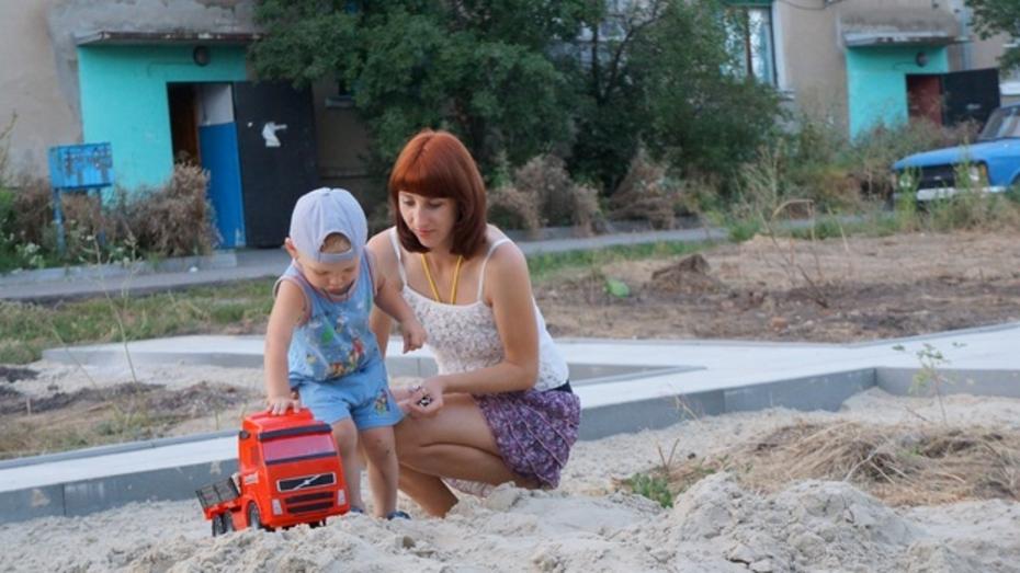В Верхнем Мамоне приступили к строительству новой детской площадки