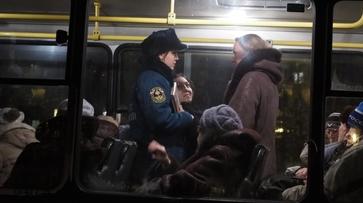 Эвакуированных жильцов из воронежской пятиэтажки на Космонавтов разместили в автобусах