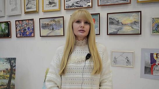 В Лисках открылась выставка студенческих картин «Святые герои»