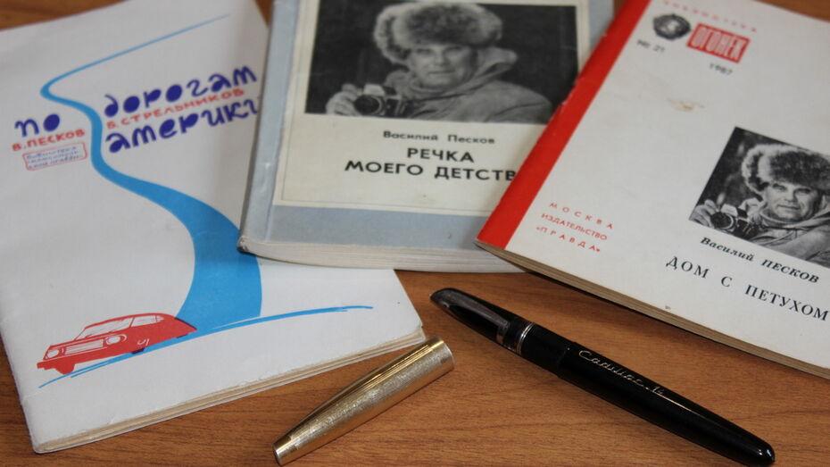 Перьевую ручку журналиста Василия Пескова передали в школьный музей Таловского района