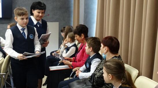 Бобровский школьник презентовал свою книгу «Труженики тыла – дети войны»