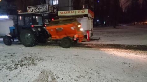 Коммунальщики Воронежа израсходовали в новогоднюю ночь 989 т песко-соляной смеси
