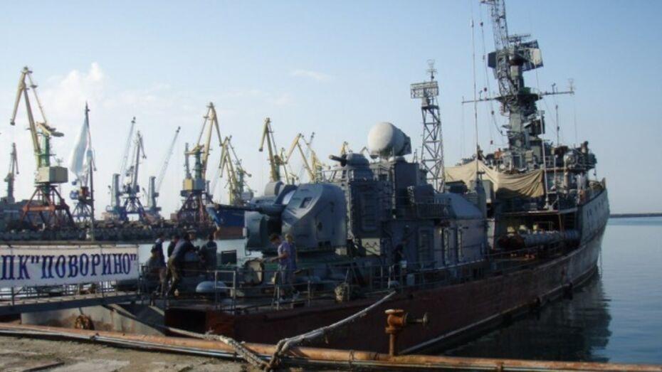 На подшефном корабле Поворинского района освятили Андреевский флаг