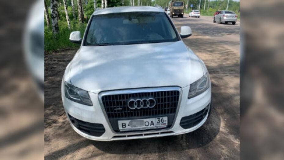 В Воронеже поймали водителя люксового кроссовера с чужими номерами