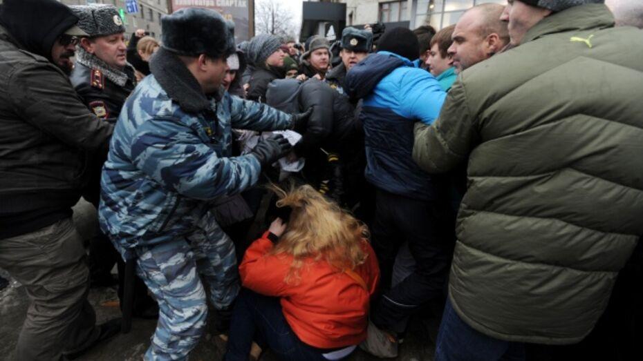 Организаторов митинга против гомофобного закона избили, пикет сорвали