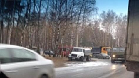 В Воронеже молоковоз столкнулся с джипом Land Cruiser