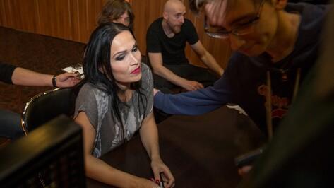 Финская певица Тарья Турунен со слезами отменила концерт в Воронеже
