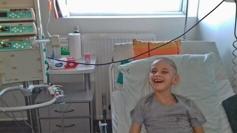 Мальчика с редким заболеванием прооперировали на средства воронежцев