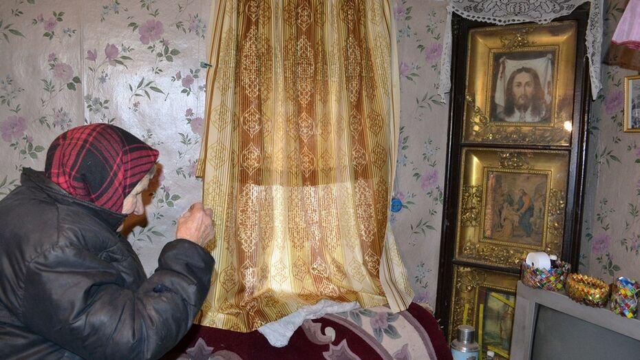 В Грибановском районе у 85-летней пенсионерки украли 5 икон и 3 тыс рублей