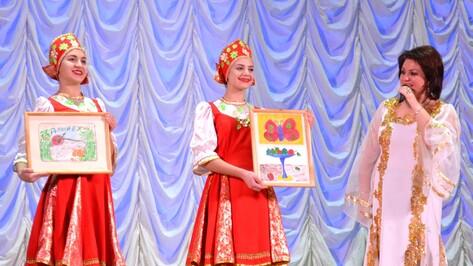 В Лисках на благотворительном балу купили рисунок 8-летней девочки за 90 тыс рублей