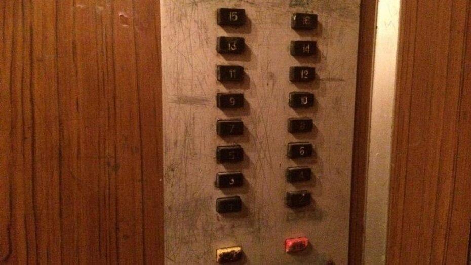 В воронежских многоэтажках в 2016 году заменят 70 аварийных лифтов