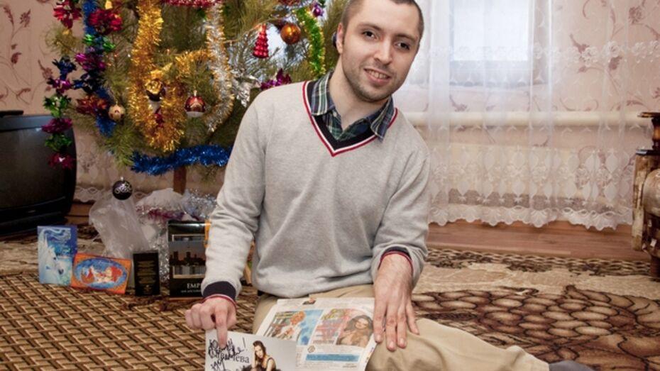 Лискинец Иван Обухов подарил Юлии Савичевой свои стихи и заочно познакомил ее с городом