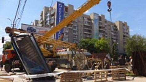 В Воронеже рядом с остановкой «улица Куцыгина» рухнул строительный кран