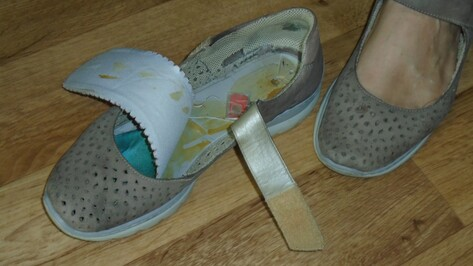 Жительница Воронежской области пришла в колонию к сыну с 2 «симками» в обуви