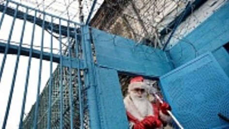 Дед Мороз поздравил трехлетнюю Сашу с Новым годом в колонии строгого режима