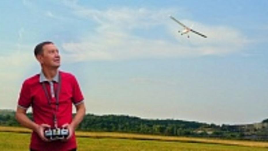 Двое бутурлиновцев смастерили целый авиапарк радиоуправляемой техники