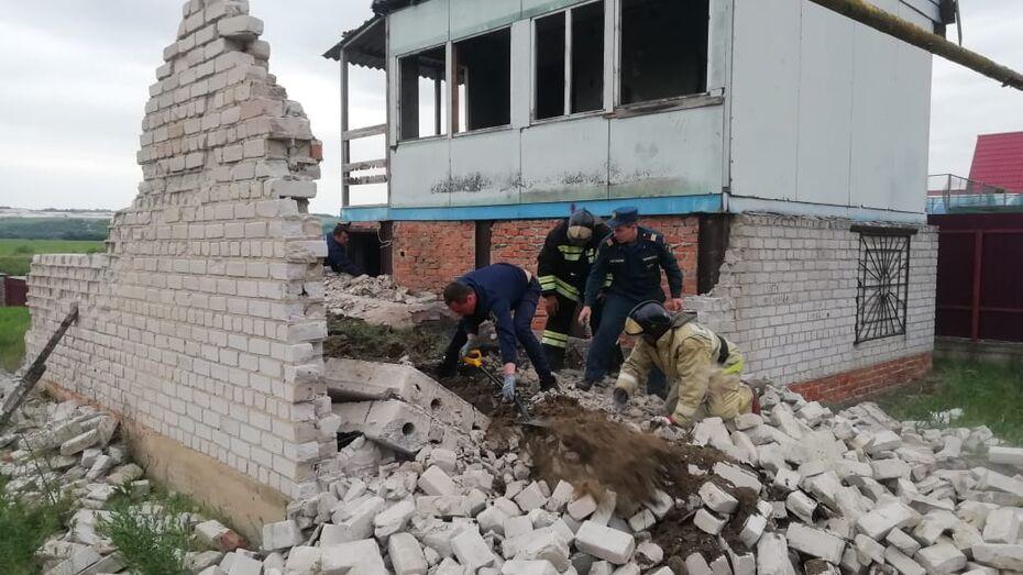 Дети попали в ловушку под обрушившейся плитой в недостроенном доме в Воронежской области