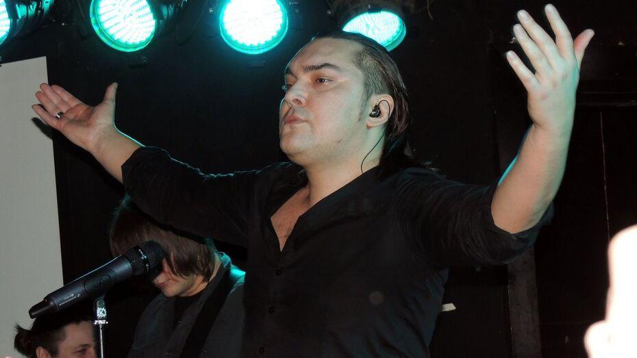 Солиста «Кукрыниксов» на концерте в Воронеже ударило током